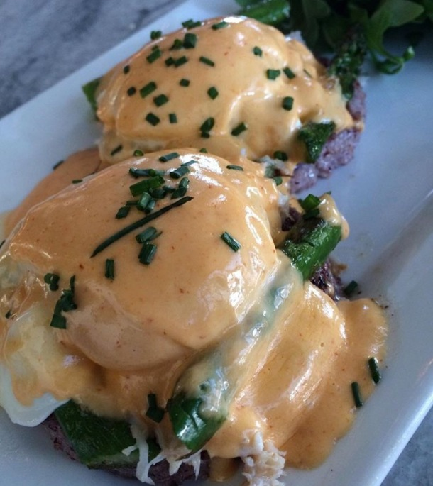 Jerry's Bar Eggs Benedict