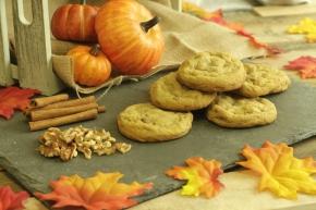Grubspotting: Spiced Pumpkin Nut Cookies at InsomniaCookies